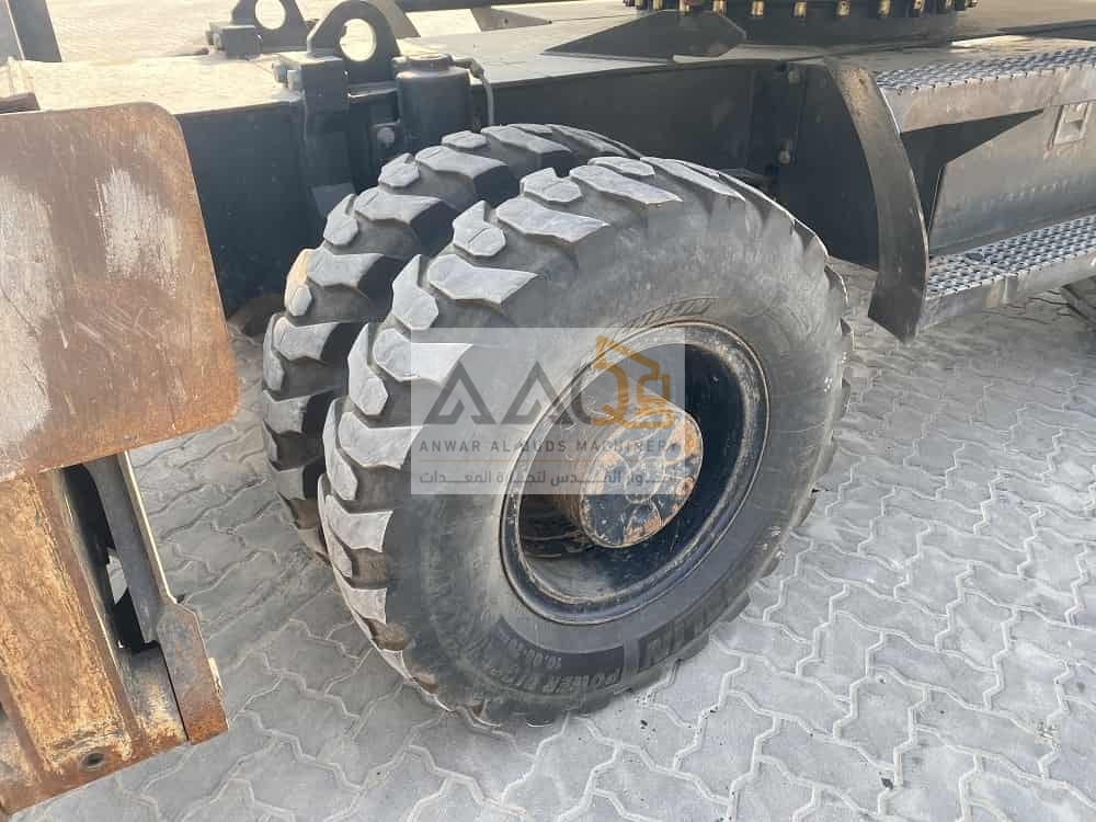 picture of a wheel heavy construction machinery 2
